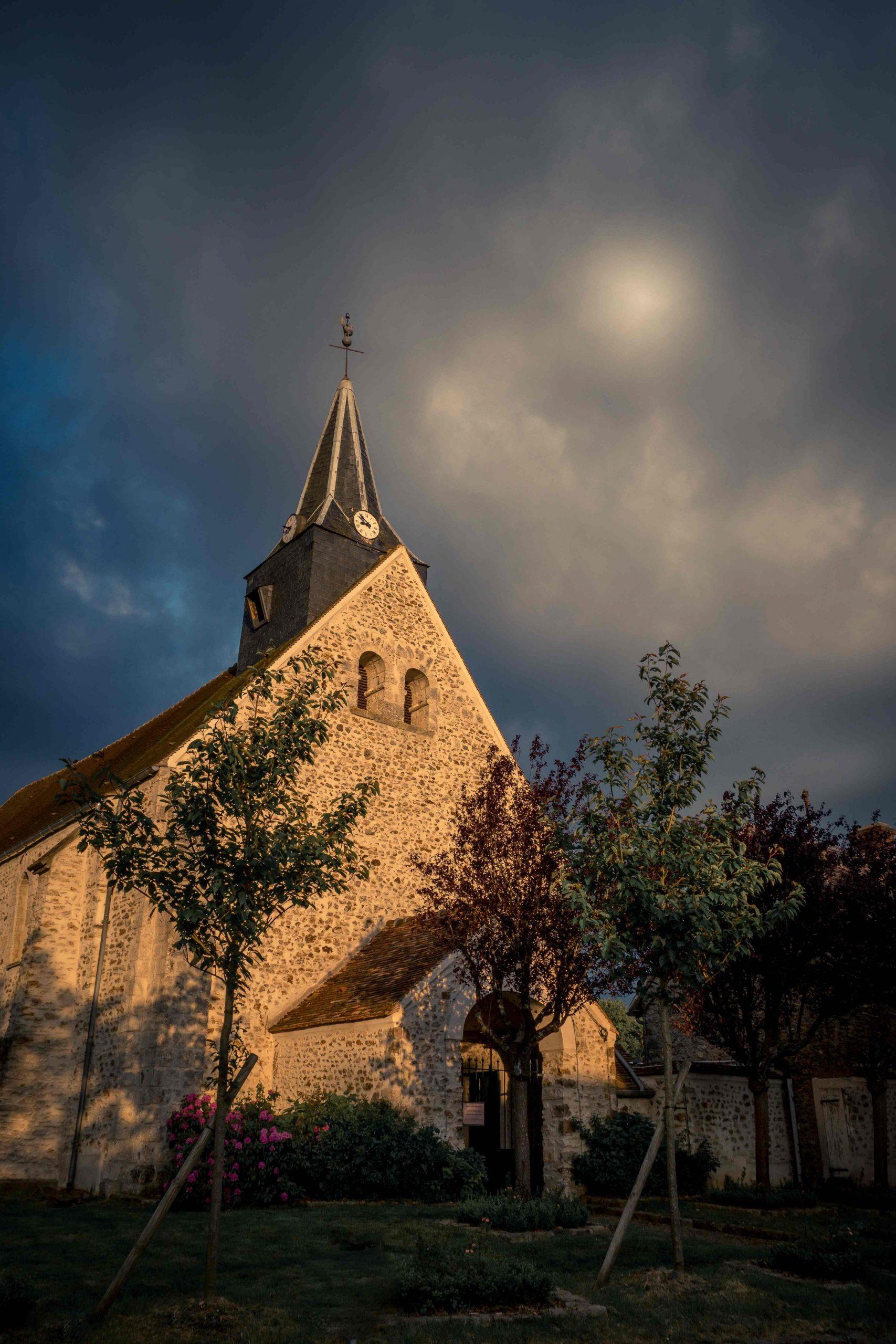Eglise et nuage - Mairie de Ponthévrard
