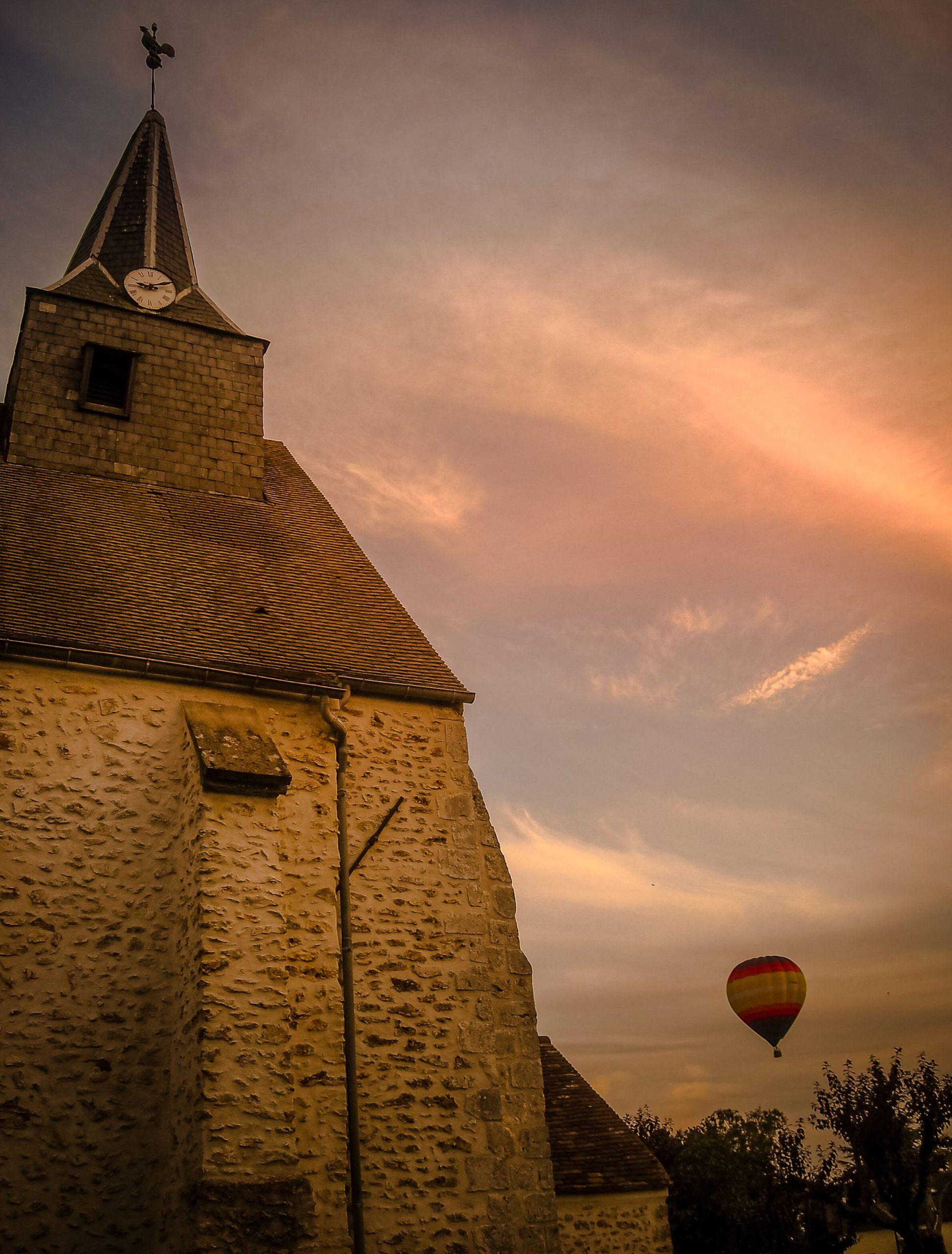 Eglise et ciel au crépuscule - Mairie de Ponthévrard