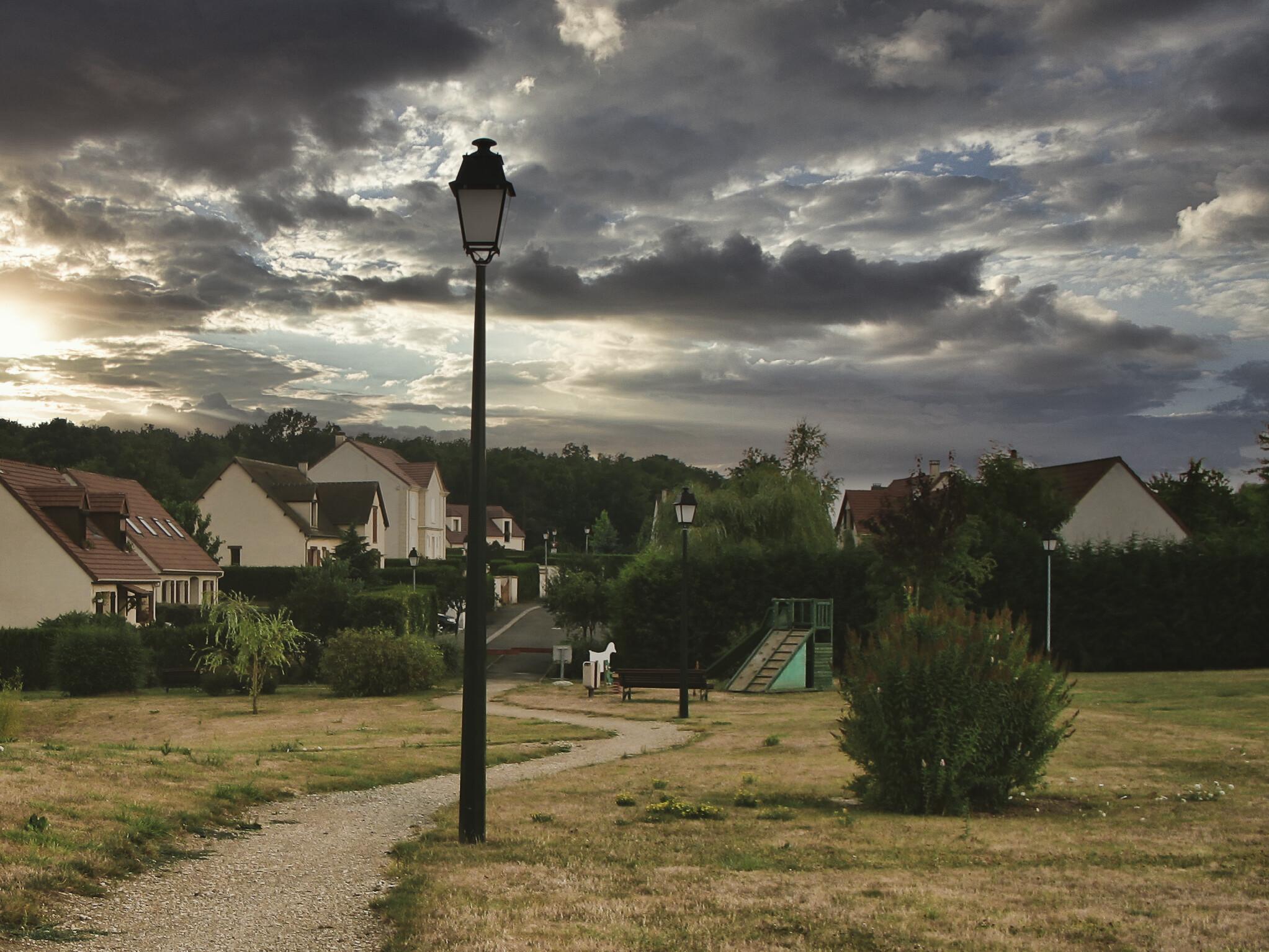 Paysage et ciel obscurci - Mairie de Ponthévrard