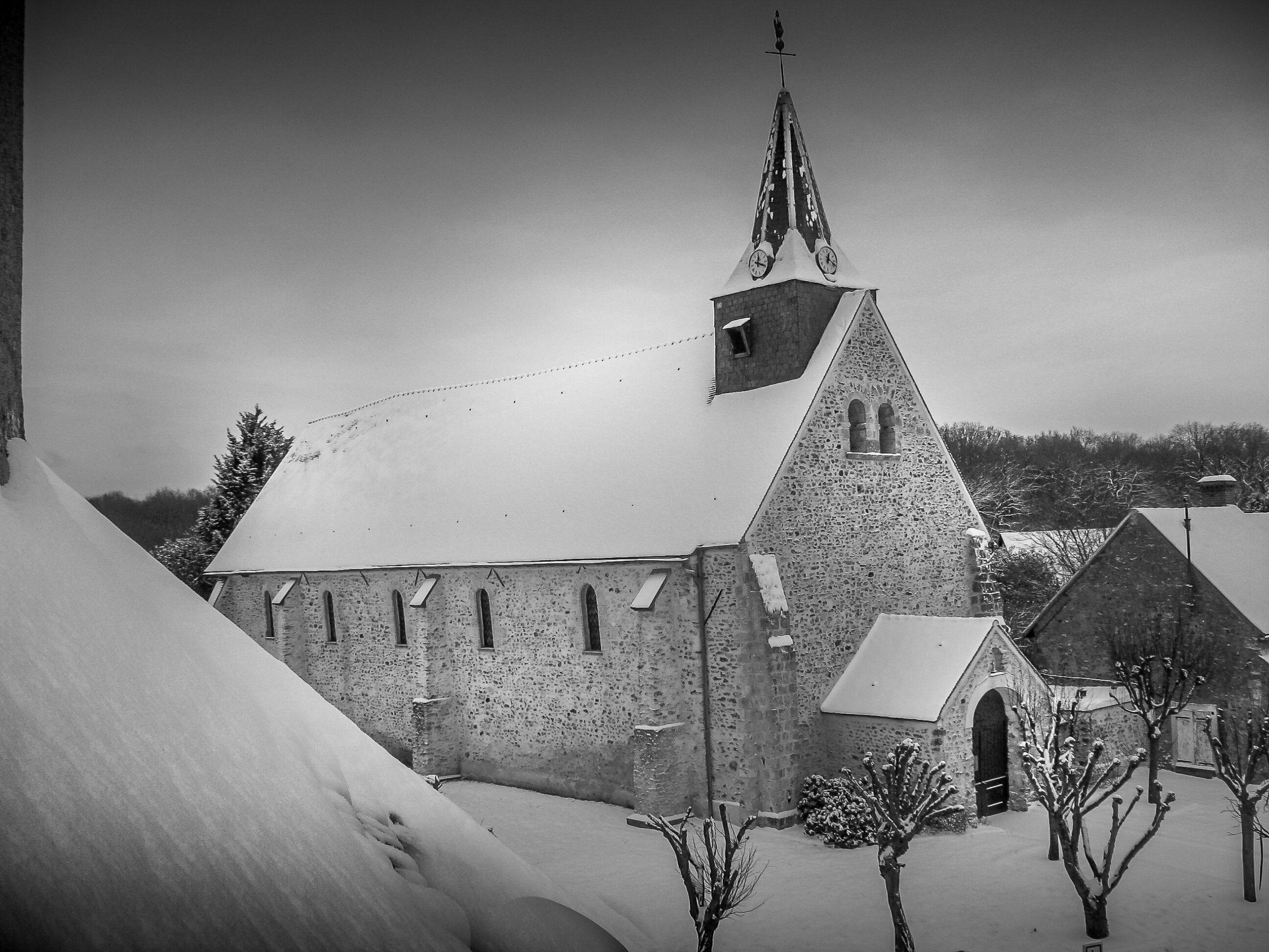 L'Eglise en noir et blanc - Mairie de Ponthévrard